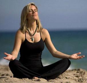 Lilou Mace meditating